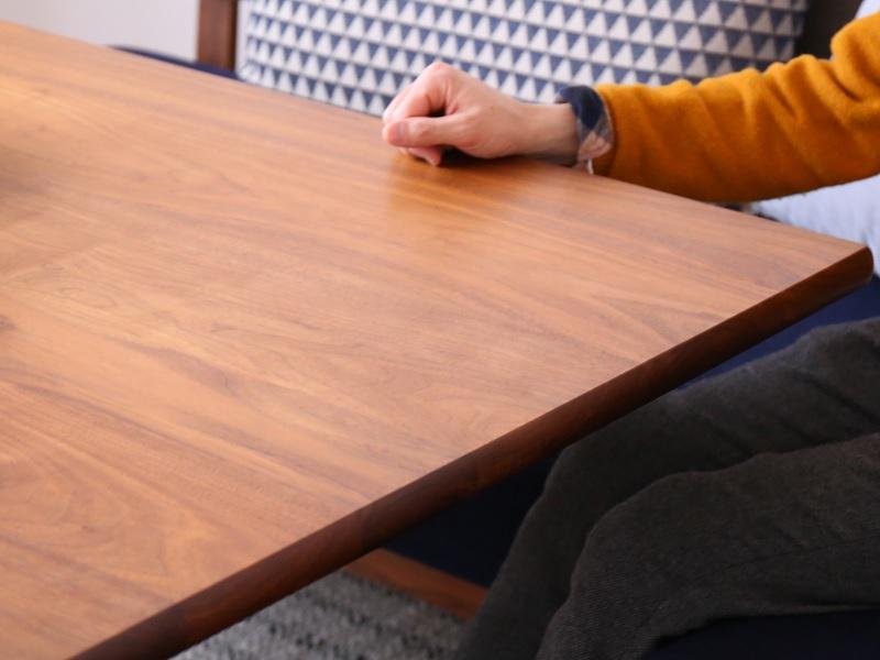 テーブルを触る心地よさ