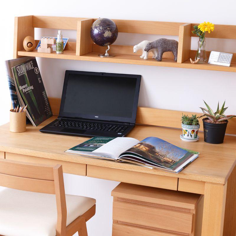 本棚の高さは30㎝以上。 PCもスムーズに収納できます。