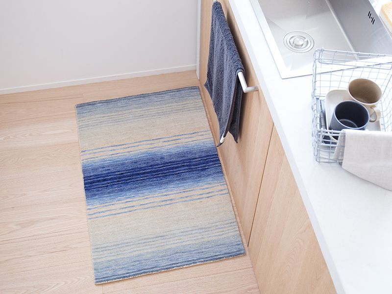 オリジナルラグ  玄関・キッチンマット ブルー/ER6177E-60B キッチン使用イメージ