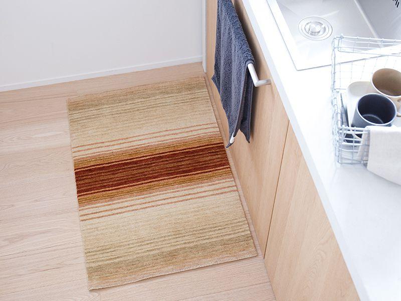 オリジナルラグ  玄関・キッチンマット レッド/ER6177E-60R キッチン使用イメージ