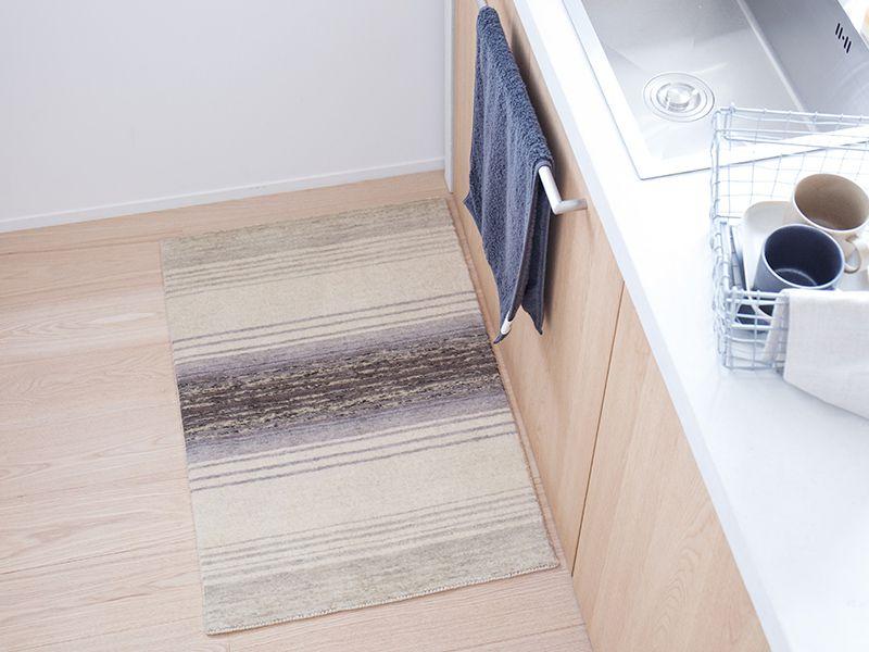 オリジナルラグ  玄関・キッチンマット ホワイトグレー/ER6177E-60W キッチン使用イメージ