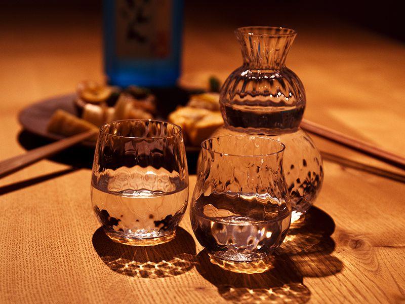 日本酒を楽しむガラスの酒器