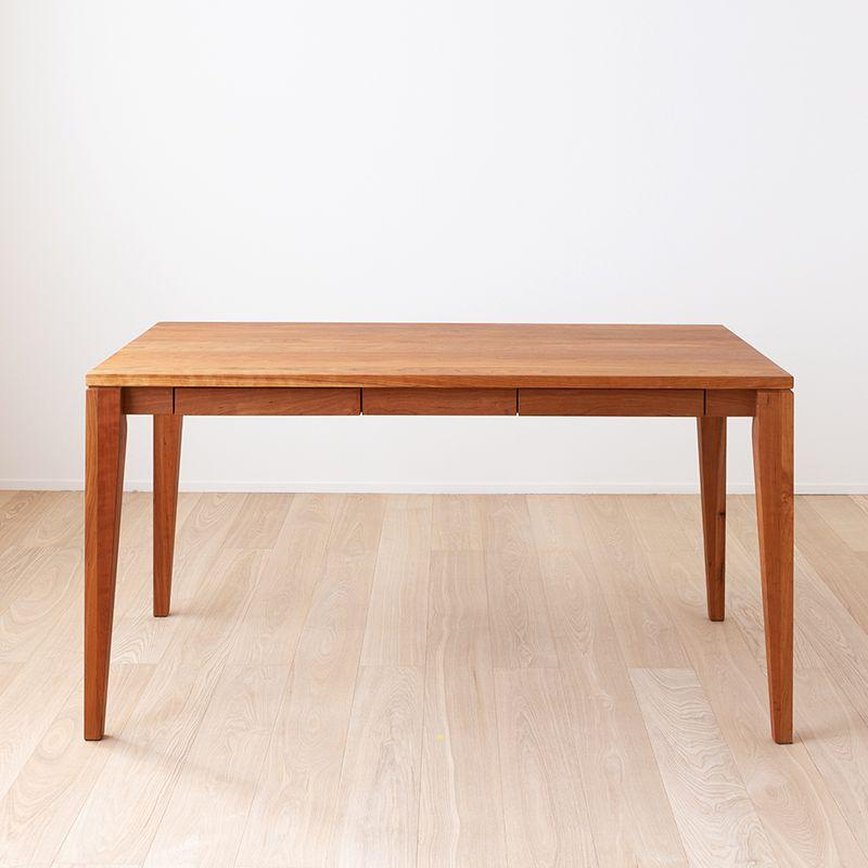 テーブル正面から見た様子