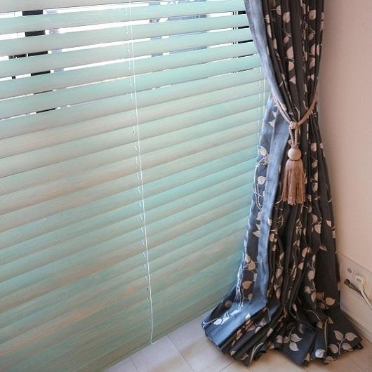 カーテンとブラインドの組み合わせ