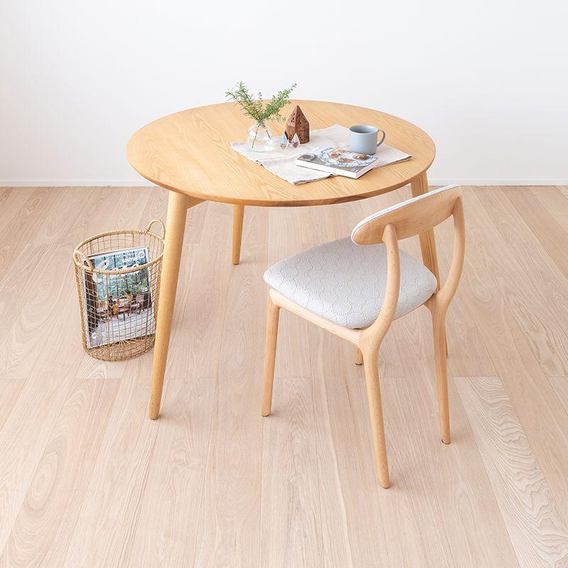 3本脚のダイニングテーブル