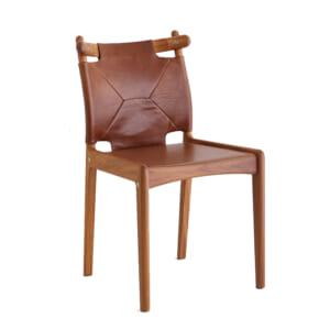 木と革の椅子