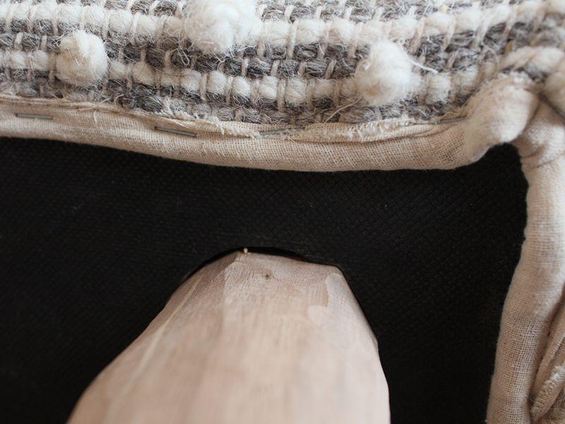 ウールベンチ 本体と脚のスキマ