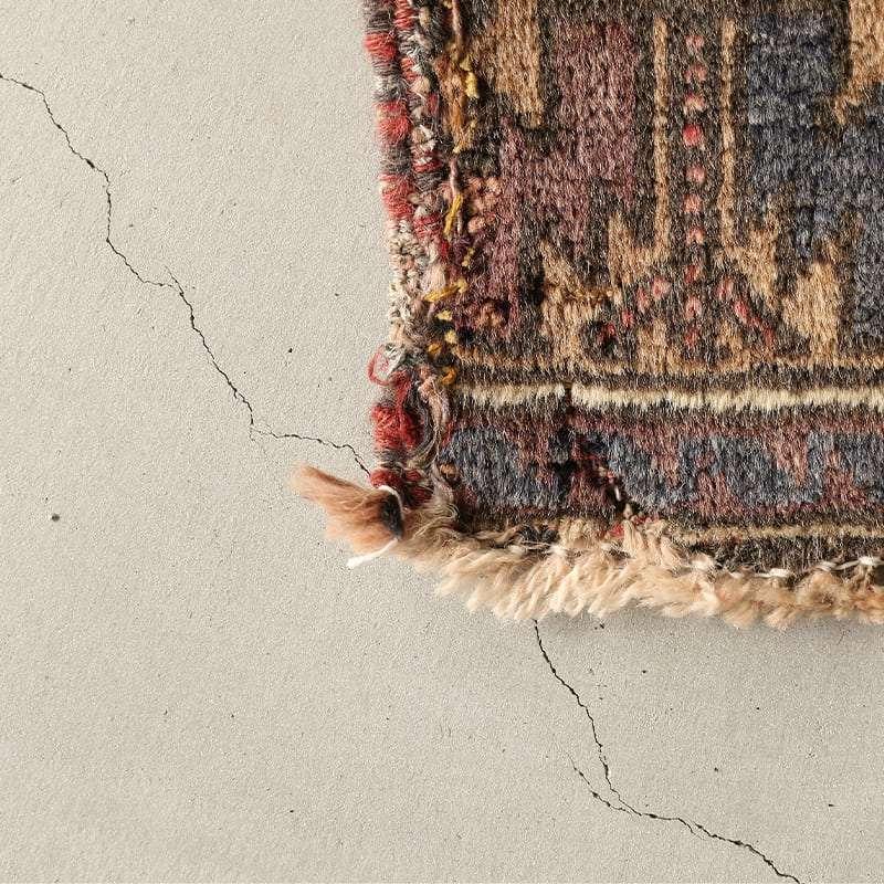 ヴィンテージラグ バルーチ / アフガニスタン / 1970年代 / 105cm x 166cm / OR13-2012013 角の補修跡