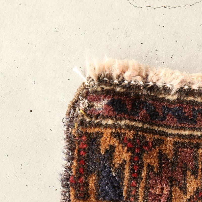 ヴィンテージラグ バルーチ / アフガニスタン / 1970年代 / 105cm x 166cm / OR13-2012013 角の糸抜け・補修跡