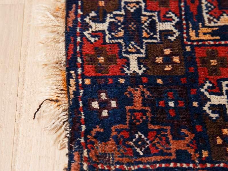 ヴィンテージラグ / トルクメン / アフガニスタン / 1970年代 / 110cm x 180cm / ORa-2009001 フリンジへの色移り
