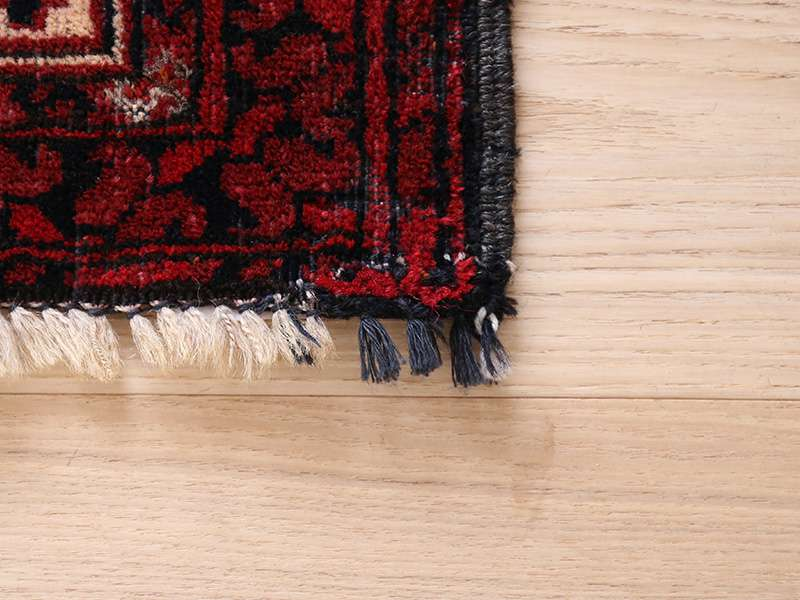 ヴィンテージラグ / トルクメン / 不明 / 1970年代 / 101cm x 181cm / ORk-2009011 フリンジの一部の糸が違う