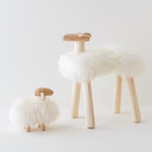 エストニア生まれの羊置き物(大と小)