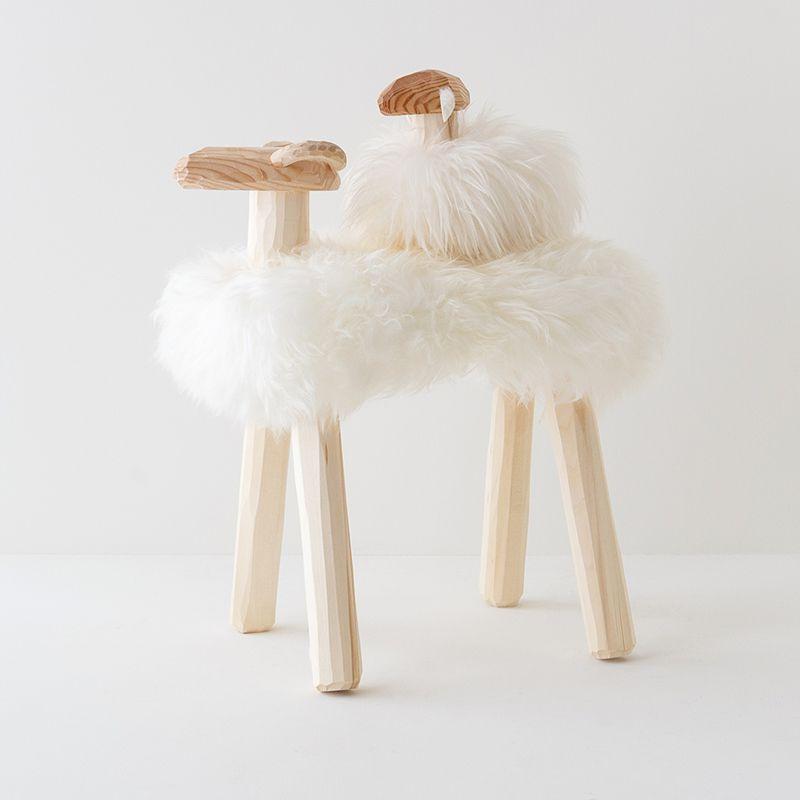 エストニア生まれの羊の置き物(親子)