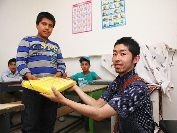 アフガンの子供たちへ文房具をプレゼント