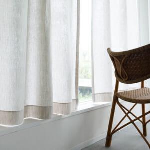 天然繊維の白いカーテン