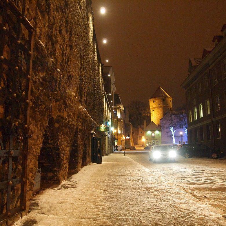 冬の夜のエストニア タリンの旧市街