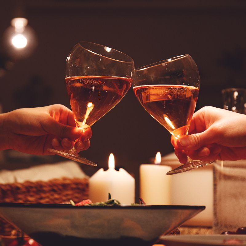 ワイングラス 乾杯