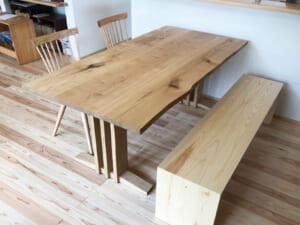 国産材のテーブル