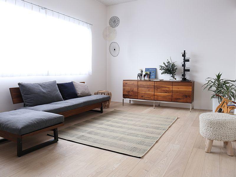 濃い木の家具