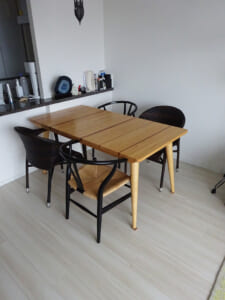 カラフルな寄木テーブル